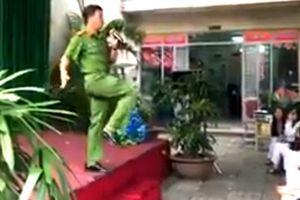 Clip anh công an vui tính mách nữ sinh Sài Gòn tuyệt chiêu hạ gục kẻ hiếp dâm