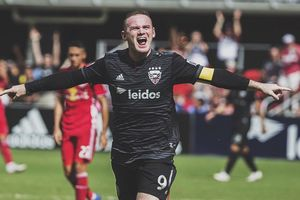 Lập siêu phẩm, Rooney trở thành 'đấng cứu thế' trên đất Mỹ
