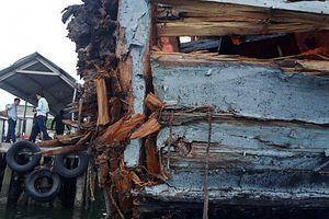 Cứu nạn tàu cá bị tàu sắt đâm va trên biển