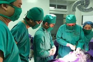 Bé sơ sinh 1 giờ tuổi đã phải đại phẫu vì nhiều dị tật cơ thể