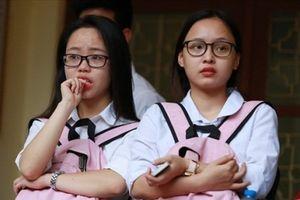 Trường đại học vào tiết từ 6h và kết thúc lúc 22h10 khiến sinh viên hoang mang