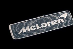 McLaren Speedtail sắp ra mắt tiếp tục gây sốt với việc sẽ đeo logo làm bằng vật liệu quý hiếm