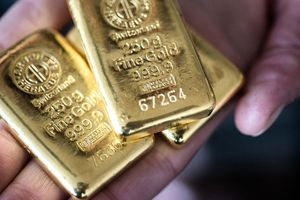 Giá vàng hôm nay 19/10: Thời điểm tốt để nhà đầu tư mua vào