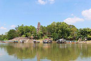 Thú vị du ngoạn thuyền rồng trên sông Hương