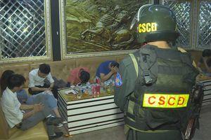 21 nam, nữ sử dụng ma túy trong quán karaoke