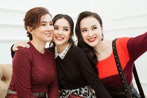 Angela Phương Trinh diện đồ ton sur ton với mẹ và em gái