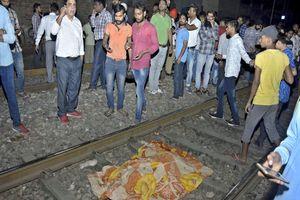 Ấn Độ: Đoàn tàu lao vào đám đông dự lễ hội, ít nhất 59 người thiệt mạng