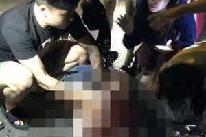 Trút mưa dao vào bạn gái: Bình tĩnh chụp dao dính máu