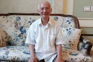 Hy hữu: Vị Giáo sư 'người giời' 17 năm không lĩnh lương hưu