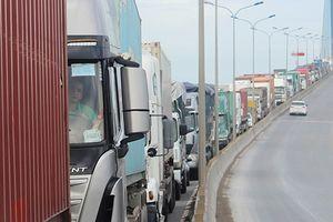Hạ tầng giao thông 'dìm' cảng biển