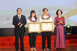 Hai học sinh xuất sắc được nhận huân chương lao động của Chủ tịch Nước