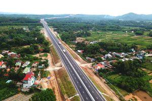 Sau 'ổ gà', cao tốc 34.500 tỷ Đà Nẵng - Quảng Ngãi bị thấm nước mưa