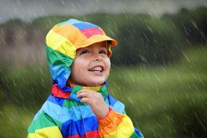 Những lưu ý cần thiết khi chăm sóc trẻ trong mùa mưa
