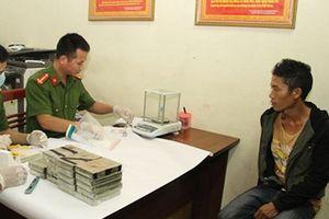 Yên Bái bắt đối tượng tàng trữ vận chuyển trái phép 20 bánh heroin