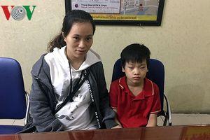 CSGT Hà Nội giúp bé trai 9 tuổi bị lạc về với gia đình