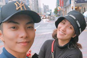 Chuyện showbiz: Khánh Thi để mặt mộc chụp ảnh tình cảm với chồng trẻ