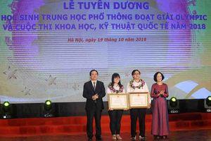 'Cô gái vàng' Olympic Sinh học quốc tế nhận Huân chương Lao động Hạng Ba của Chủ tịch nước