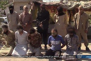 Đao phủ IS công khai hành quyết man rợ các 'gián điệp Syria'