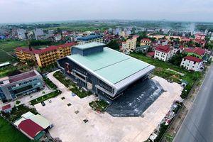 Bên trong nhà hát trăm tỷ đồng ở Hà Nội xây xong nằm 'đắp chiếu'