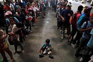 Người di cư Honduras chạy trốn đói nghèo, ầm ầm đổ về biên giới Mỹ