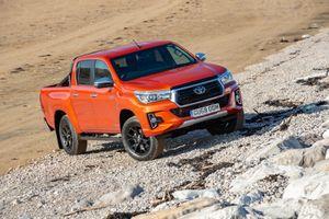 Toyota Hilux Invincible X bản đặc biệt giá từ 43.000 USD