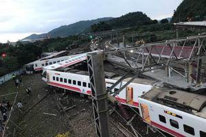 Tàu hỏa trật đường ray ở Đài Loan, 22 người thiệt mạng