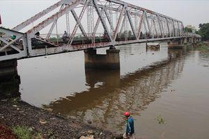 Ngắm cây cầu sắt hơn 100 tuổi sắp bị tháo dỡ