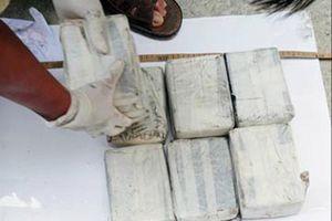 Bắt nghi phạm vận chuyển 20 bánh heroin
