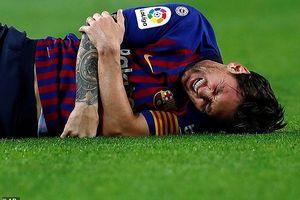 Messi gãy tay, chắc chắn mất 'Siêu kinh điển'