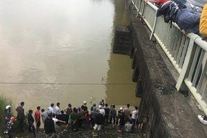 Nam thanh niên bỏ lại xe đạp trên cầu rồi nhảy sông tự vẫn