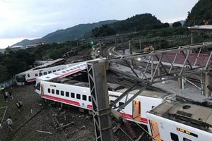 Đài Loan: Tàu hỏa trật đường ray, ít nhất 17 người tử vong