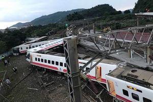 Hiện trường thảm khốc vụ lât tàu hỏa làm 17 người chết ở Đài Loan
