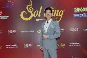 Thời trang trẻ trung, sành điệu của ca sĩ Ngọc Sơn ở tuổi 48