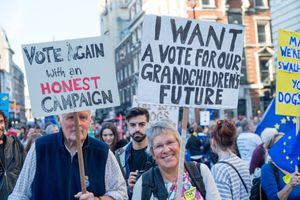 Gần 700.000 người Anh xuống đường đòi trưng cầu Brexit lần 2