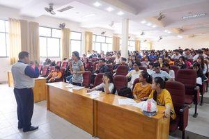 Gần 300 sinh viên được trang bị kỹ năng an toàn giao thông