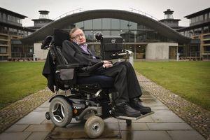 Đấu giá xe lăn và luận văn tiến sĩ của Stephen Hawking