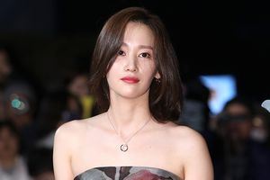 Dàn nghệ sĩ Hàn xuất hiện trên thảm đỏ Grand Bell Awards