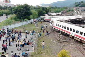 Tàu trật đường ray ở Đài Loan (Trung Quốc), 22 người chết