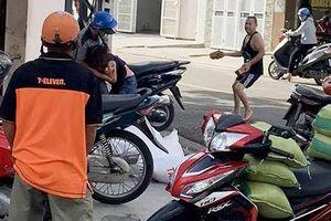 Chủ tiệm gạo nghi bị nhân viên cũ đâm trọng thương