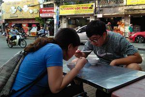 Súp cua ở Sài Gòn, hai chị em bán hết 100 chén trong 6 tiếng