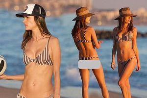 'Chân dài' Alessandra Ambrosio diện bikini tắm nắng trên biển