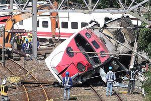 Hé lộ cảnh tàu hỏa trật bánh khiến 186 người thương vong ở Đài Loan