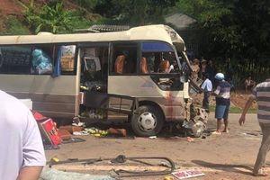 Xe đầu kéo tông xe khách, nhiều người bị thương