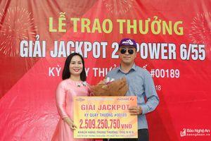 Nghệ An: Trao thưởng khách hàng đầu tiên trúng Jackpot Vietlott