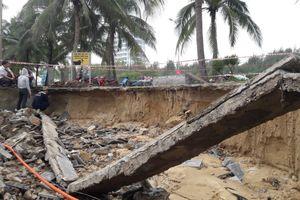 Bờ biển Đà Nẵng bị 'xé toạc' sau mưa lớn