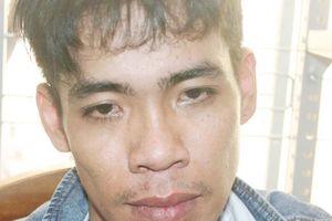 Ung dung mang gần 3 kg ma túy đá ra đường, 2 vợ chồng bị vây bắt