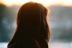 Sức mạnh kỳ diệu giúp người vợ chăm sóc chồng 21 năm liệt giường