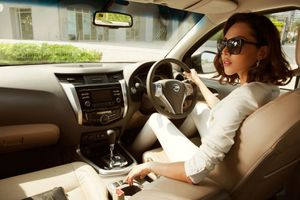 Có phải phụ nữ đi ô tô gây tai nạn nhiều hơn đàn ông?