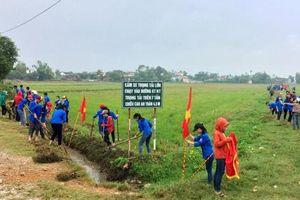 Hơn 500 học sinh Trường THPT Phan Đăng Lưu ra quân làm thủy lợi