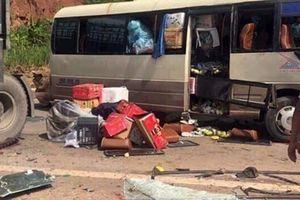 Xe tải tông trực diện xe khách, 10 người bị thương